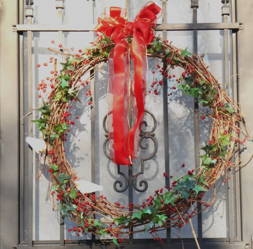 Many of the wreathes I've made over the years begin with grapevines.  This one includes silk ivy and  porcelain birds.